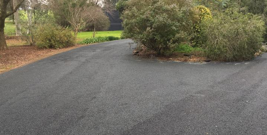 Bitumen Spray Sealing Cootamundra, Driveway Wagga Wagga, Road Repairs NSW